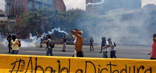 2017-04-10T172017Z_306584290_RC17A7F3F1D0_RTRMADP_3_VENEZUELA-POLITICS