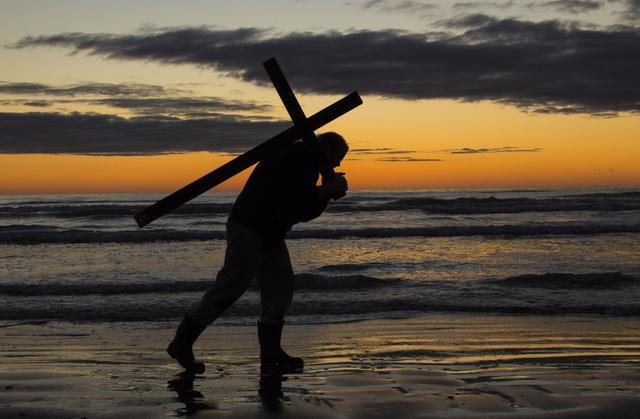 Cada aldea elige a un hombre que tendrá el honor de cargar una cruz de 20 kilos | Imagen referencial