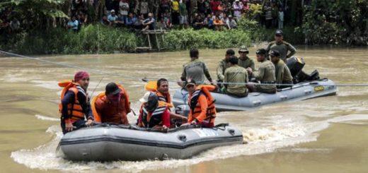 Naufragio de barco en río de Indonesia deja nueve fallecidos | Foto: EFE
