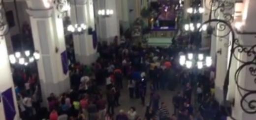 Oficialistas irrumpen en la Basílica Santa Teresa a mitad de misa y tratan de agredir al cardenal Urosa Savino | Captura de video