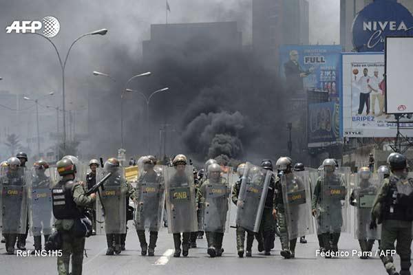 Efectivos de la GNB reprimen a manifestantes, #10Abril |Foto: AFP