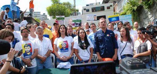 Oposición llegó a la entrada de la cárcel de Ramo Verde | Foto: @ArmandoArmas
