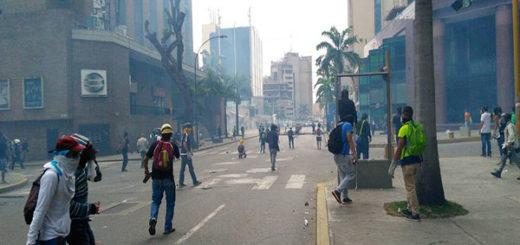 Arrecia la represión de los cuerpos de seguridad en la Francisco Fajardo   Foto: Efecto Cocuyo