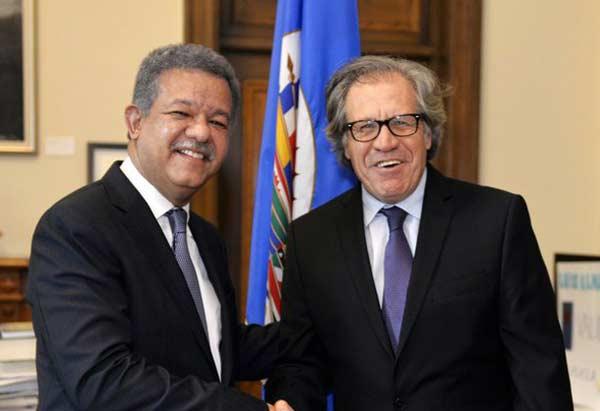 Almagro se reúne con Leonel Fernández en Santo Domingo   Foto: @Almagro_OEA2015