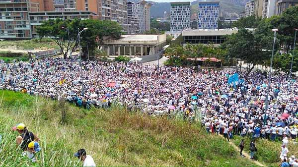 Marcha llega a la CEV / Foto: @VenteVenezuela