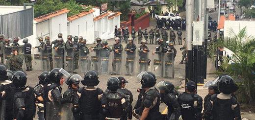 Alrededores de la sede del CNE en Táchira se encuentran fuertemente custodiada | Foto: @dcusnir82