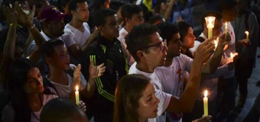 Estudiantes realizaron vigilia en honor a los caídos durante las protestas |Foto: La Patilla
