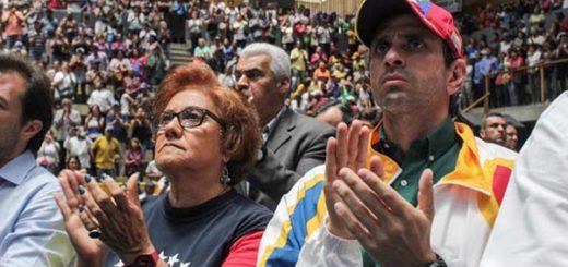 Henrique Capriles recibió medalla de Juan Pablo Pernalete |Foto: Comando Simón Bolívar