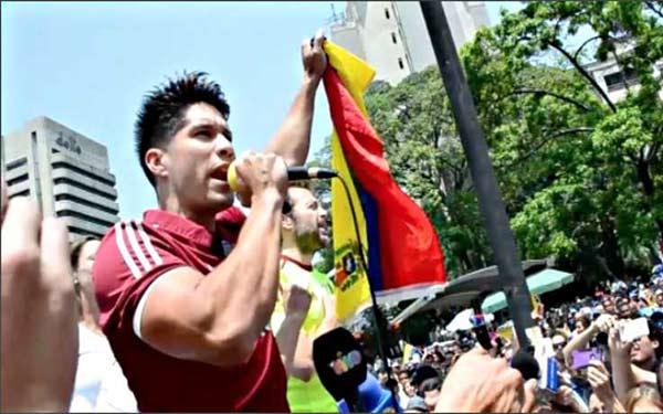 Chino Miranda dijo presente en la marcha de este #20A  Captura de video