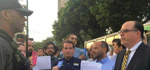 Diputados acudieron a la Comandancia de la GNB este martes | Foto: @JulioBorges