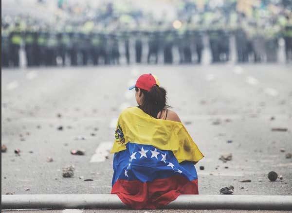 Jóvenes continúan luchando por el país  Foto: Donaldo Barros