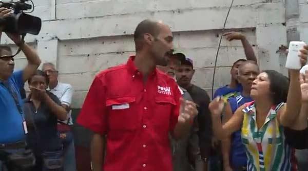 Vecinos de El Valle se las cantaron a un dirigente del Psuv |Captura de video