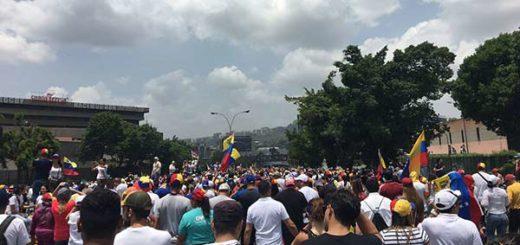Manifestantes en plena Autopista Francisco Fajardo |Foto: Twitter
