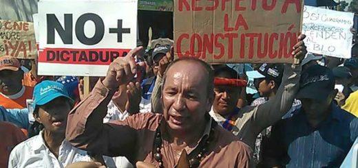 Liobio Guarulla, gobernador de Amazonas protestó junto al pueblo indígena |Foto: Twitter