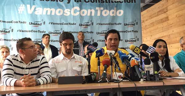 Freddy Guevara, Carlos Paparoni y Delsa Solórzano hablan en nombre de la MUD |Foto: @Unidadvenezuela