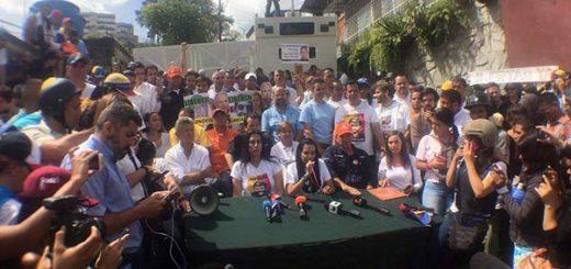 Diputados de la MUD sesionaron a las afueras de la cárcel Ramo Verde |Foto: Twitter