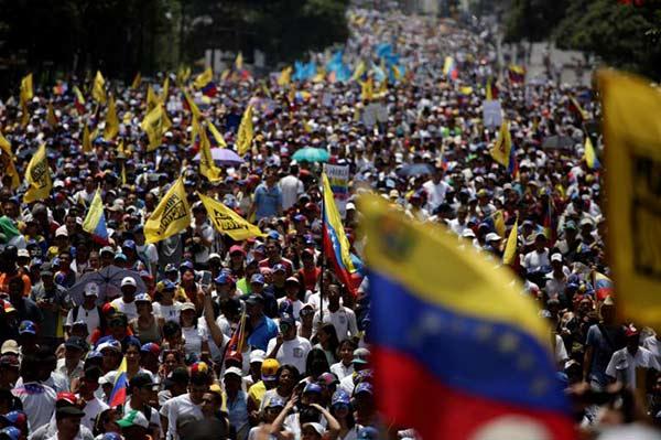 Oposición marchará hacia el Ministerio de Interior este martes | Foto: Reuters