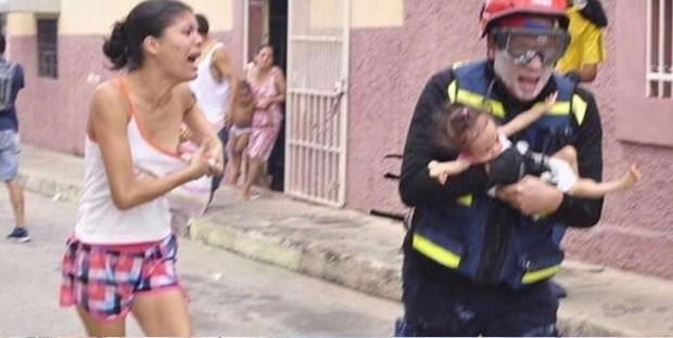 Gas lacrimógeno entró a las casas afectando a niños y demás residentes |Foto: Twitter