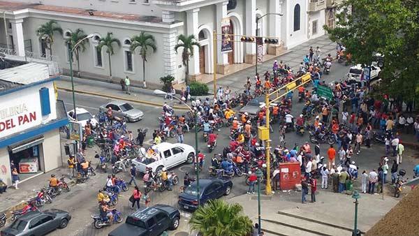 Oficialistas se concentran en Plaza Bolívar de Los Teques |: Foto: Twitter