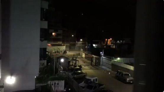 El mensaje que enviaron a Maduro y las GNB desde un edificio de El Paraíso | Foto: Captura de video
