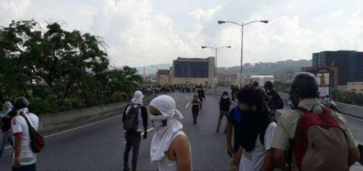 PNB inició represión contra algunos manifestantes en El Plantón |Foto: Eduardo Ríos