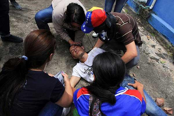 Los heridos en las protestas de San Cristóbal   Foto: Reuters
