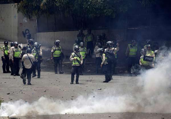 Represión por parte de efectivos de la PNB |Foto: Reuters