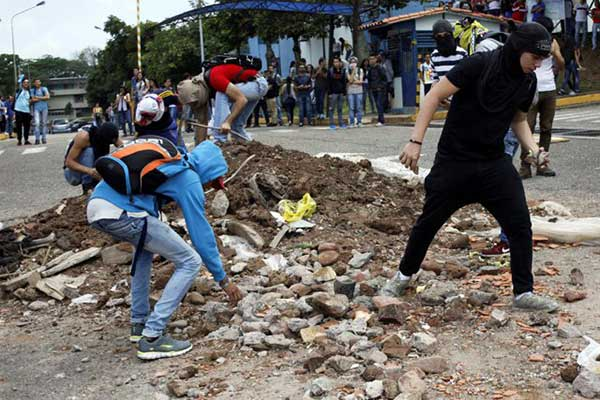 SAN-CRISTOBAL-PROTESTA-REUTERS-2