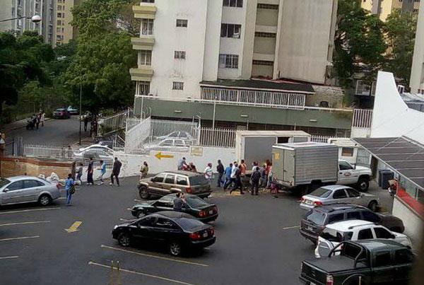 Reportan intentos saqueos en la urbanización de La Urbina en Caracas   Foto: Twitter