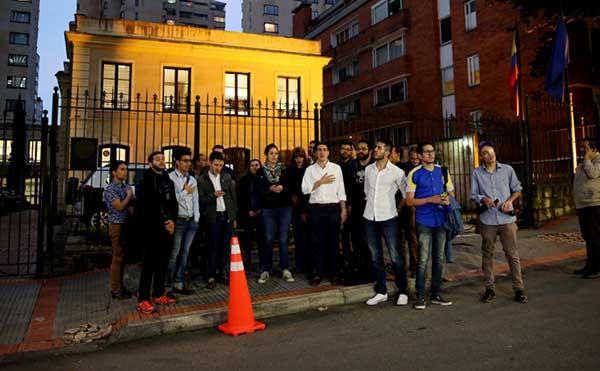 Venezolanos en Bogotá piden que OEA suspenda a Venezuela   Foto: La Patilla