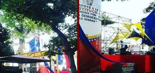 Oficialismo instala tarima a una cuadra de la Asamblea |Foto: @VZLAGUERREA