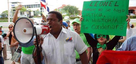 Veppex protestó contra el expresidente de República Dominicana, Leonel Fernández  Foto: @JoseColinaP