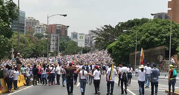 Pese a represión opositores desbordaron la Francisco Fajardo este 19-A | Foto: Cortesía