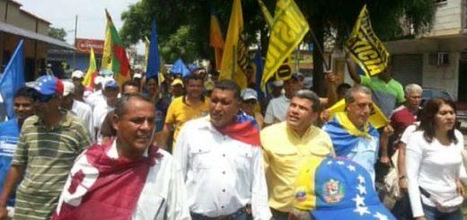 Manifestantes lograron entregar documento en Defensoría del Pueblo en Yaracuy |Foto: Twitter