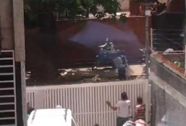 PNB disparó perdigones y bombas lacrimógenas contra sede de AD en Caracas | Foto @BarretoSira