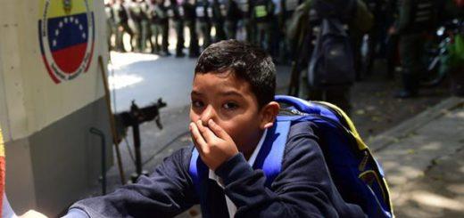 Niños del Colegio afectados por el gas lacrimógeno | Foto: AFP