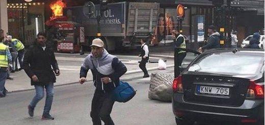 Camión arrolla a varias personas en Estocolmo | Foto: Twitter