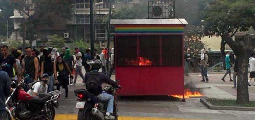 Quemaron caseta del Metro de Caracas en Altamira | Foto: Twitter