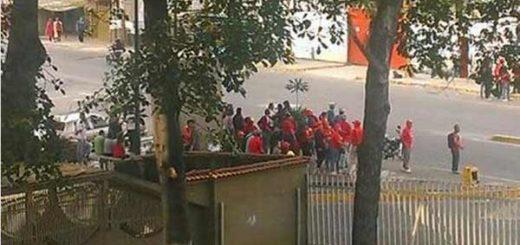 Chavistas en punto de concentración opositor en el Valle | Foto: Twitter