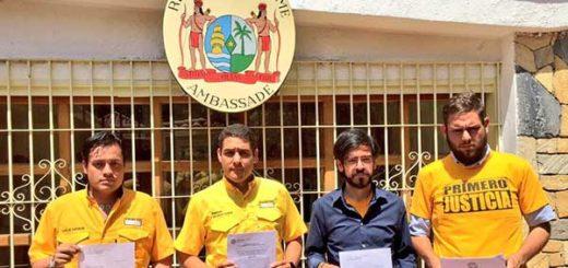 Diputados acudieron a embajadas en Venezuela para pedir pronunciamiento sobre golpe de Maduro   Foto: @PJ