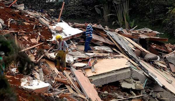 Edificio en construcción se derrumbó   Foto: AFP