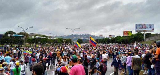 Opositores trancan la Francisco Fajardo | Foto: Twitter
