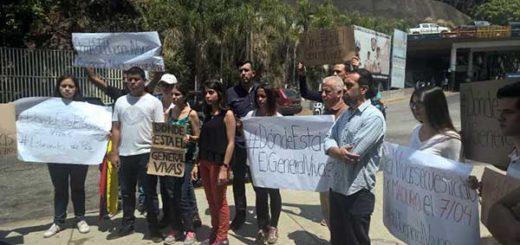 Familiares del General Ángel Vivas protestaron frente al Helicoide | Foto: Twitter