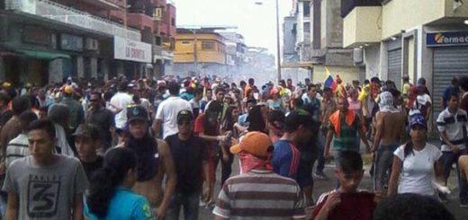 Reprimen marcha opositora en Guarenas, Portuguesa | Foto: Twitter