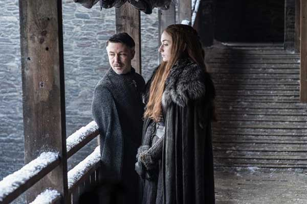 La relación entre Meñique (Aidan Gillen) y Sansa (Sofie Turner) promete ser igual de turbia que siempre. (HELEN SLOAN / HBO / HBO)