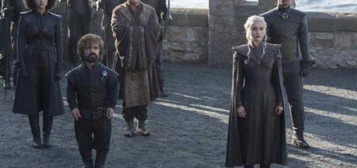 Peter Dinklage y Emilia Clarke (HBO)