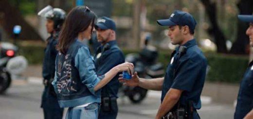 El escandaloso comercial de Pepsi que protagoniza Kendall Jenner | Foto: Twitter