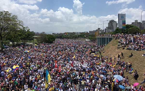 Este lunes la oposición marcha |Foto referencial