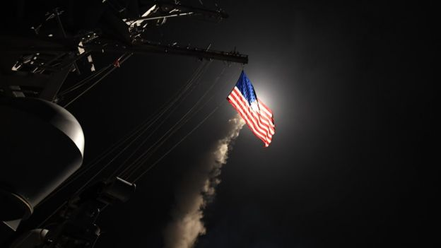 EEUU lanzó 59 misiles a base militar siria en respuesta al ataque químico | US NAVY
