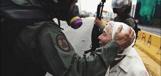 Monja Sor Esperanza junto a efectivos de la GNB | Foto: donaldobarrios Instagram